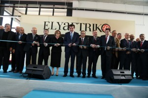 Elyaftriko fabrika acilis_Kurdele kesim (Medium)