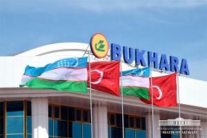 uzbek-turkish-flags-bukhara