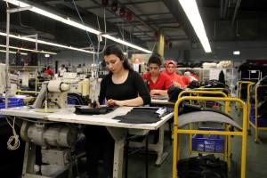 Düşünün ki tekstil sektörü en fazla istihdam sağlayan sektörlerin başında geliyor. Kadın istihdamı en fazla tekstil sektöründedir. Tekstil sektörü ayrıca sosyolojik bir durumdur.